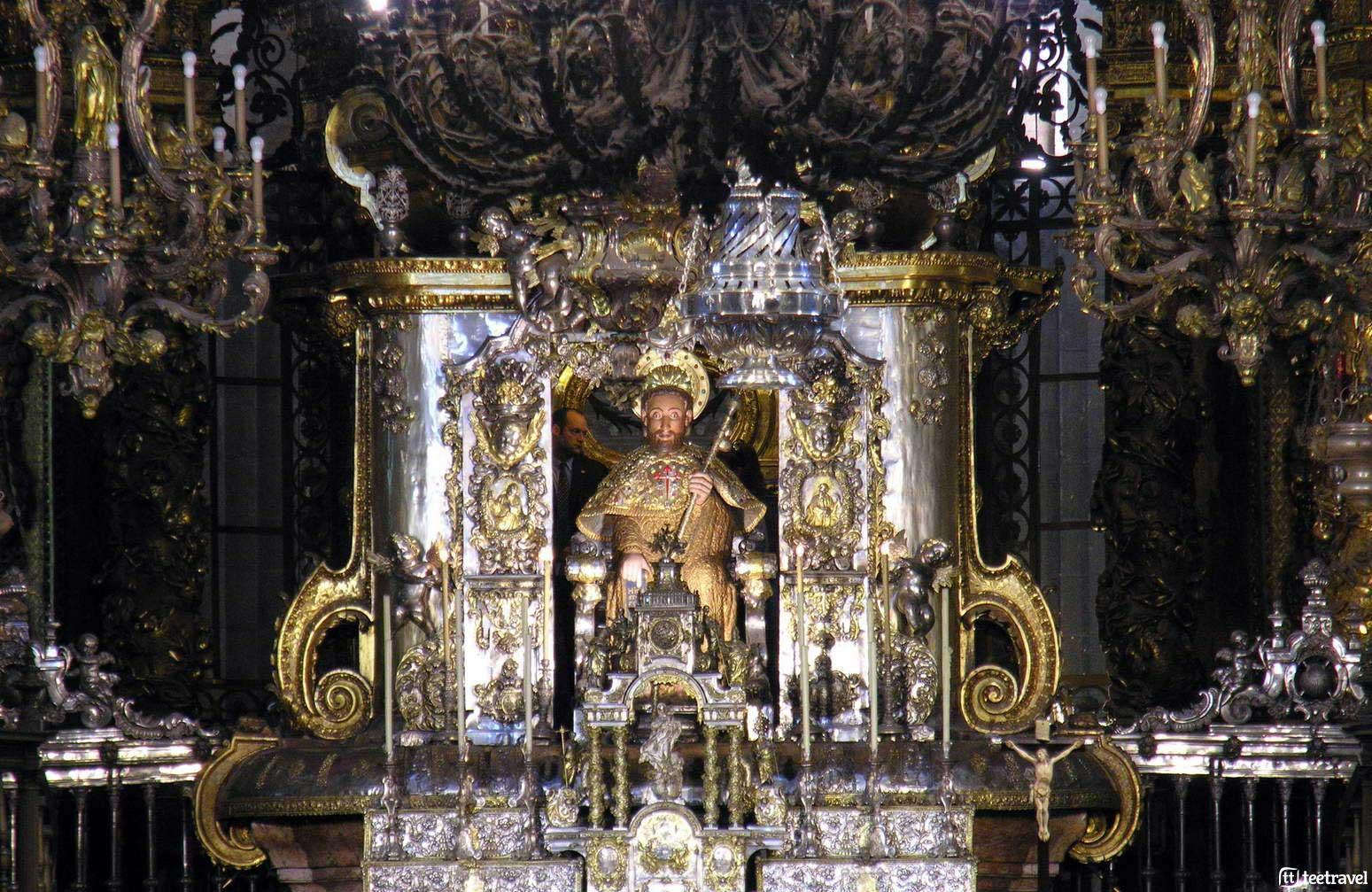 Fiestas del Apóstol - el Apóstol en el interior de la Catedral