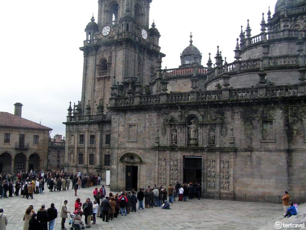 Orígenes e historia del Camino de Santiago- colas para acceder por la Puerta Santa en Año Santo