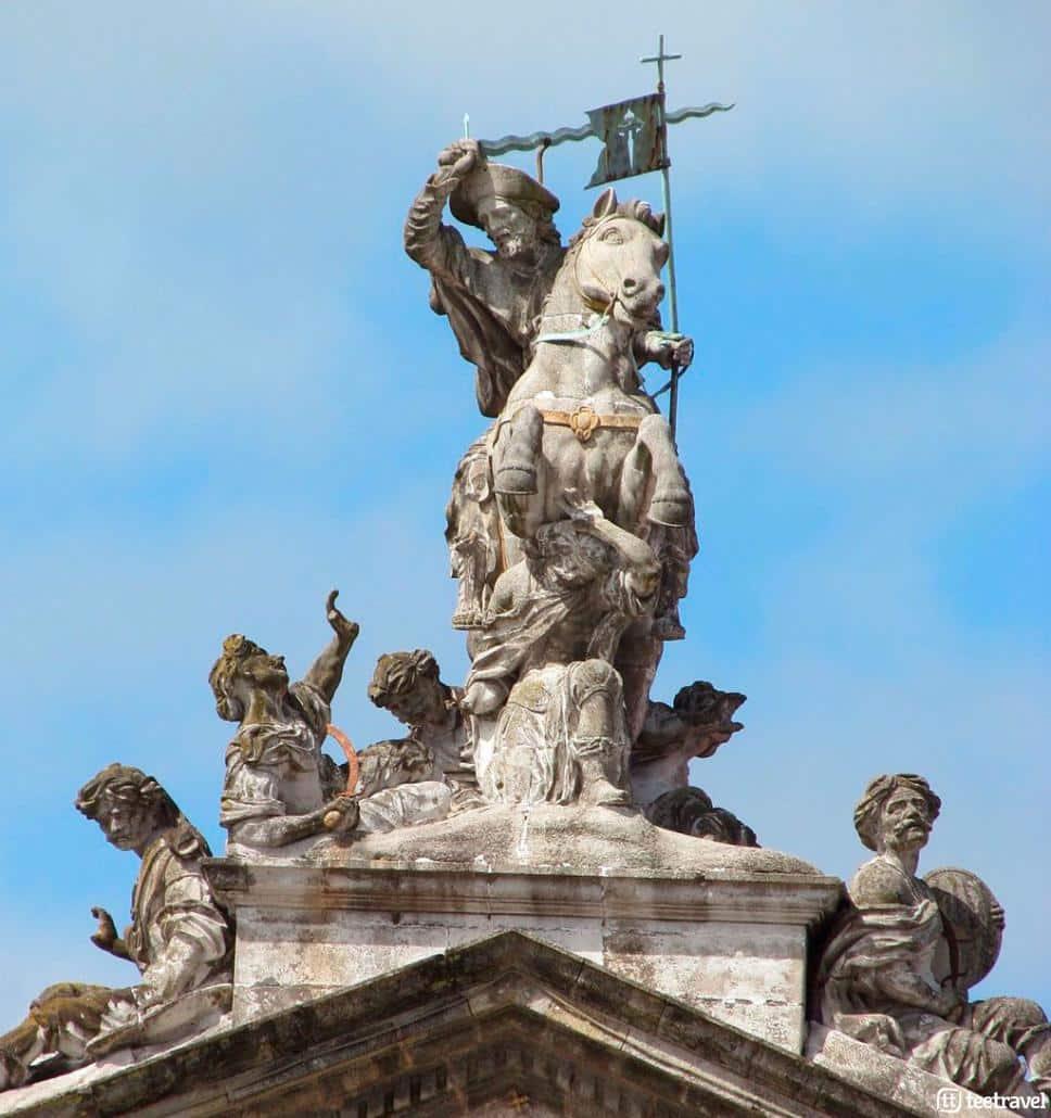 Orígenes e historia del Camino de Santiago - Santiago Matamoros en el Pazo de Raxoi - Plaza del Obradoiro © Oilisab