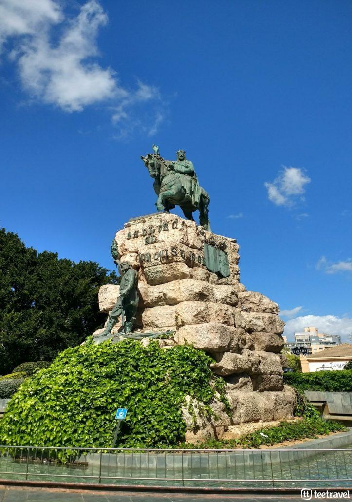 Otoño también es Mallorca en Serra de Tramuntana - Estatua de Jaume I
