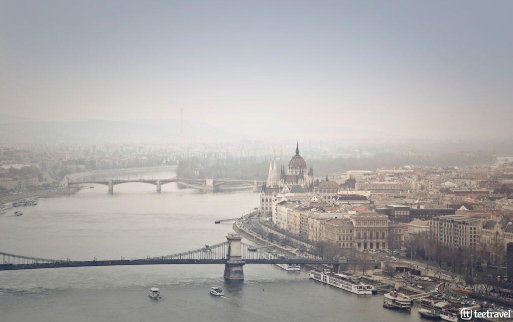 Vista aérea de Budapest a pie del Danubio