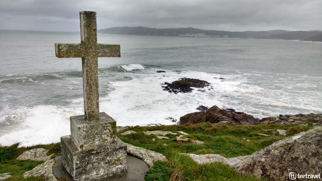 Camiño dos Faros, cruz señalando un naufragio