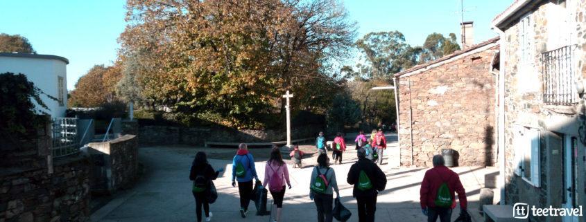 Camino Clean - participantes entrando en el paisaje del Camino