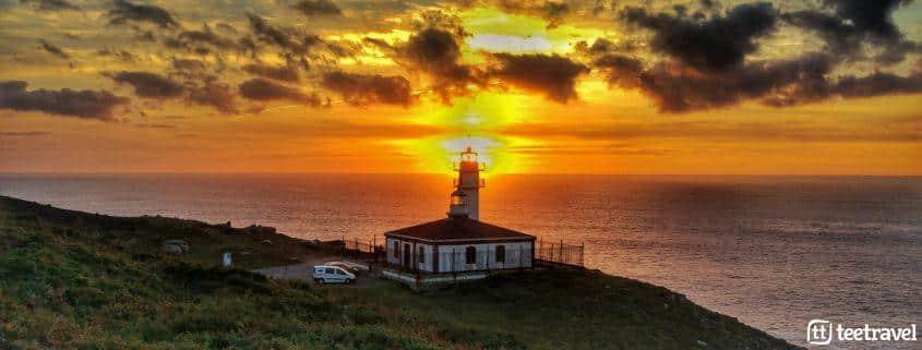 Camiño dos Faros puesta de sol Faro Touriñan