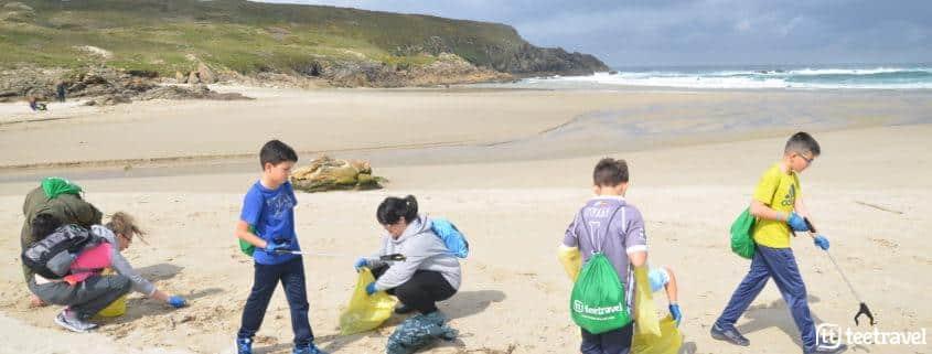 Día Mundial del medio ambiente - Camino Clean y los más pequeños recogiendo plástico en Costa da Morte