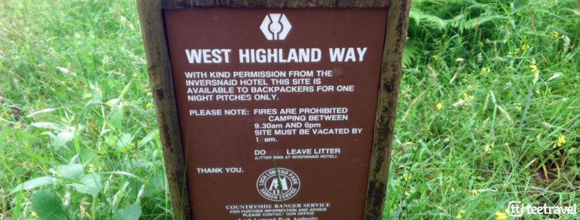 Señalización del West Highland Way con el Thistle como símbolo
