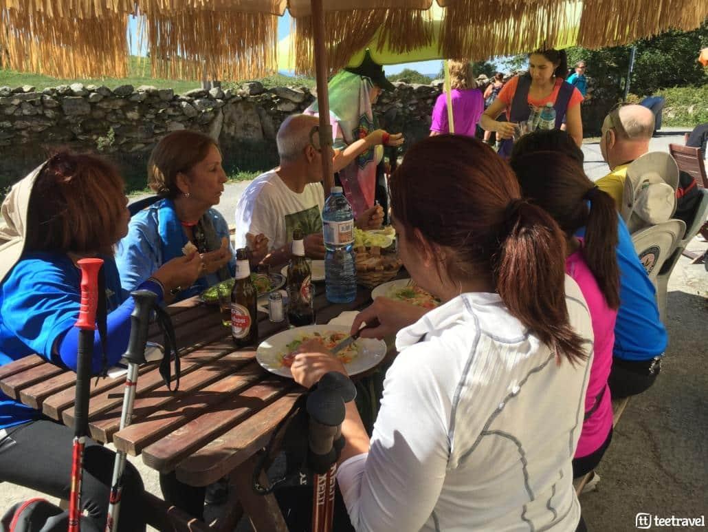 Camino de Santiago en grupo organizado- Las comidas son el momento perfecto para conoceros