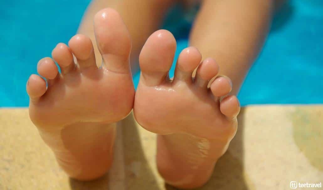 Cuidado de pies en el Camino de Santiago- Deja que los pies respiren
