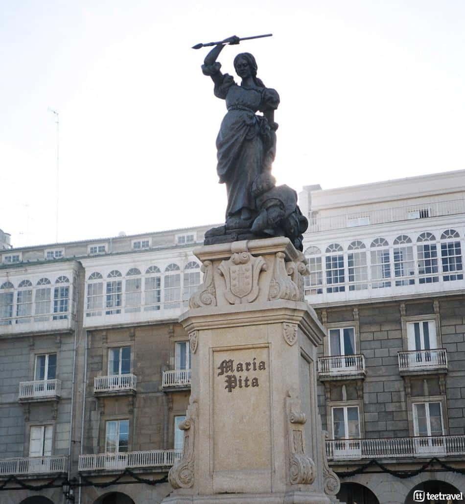 Fiestas en agosto en Galicia: Fiestas de María Pita, estatua de María Pita