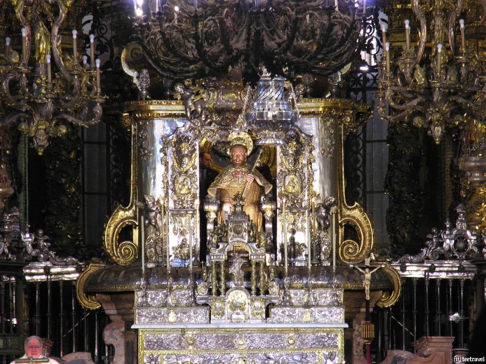 Fiestas del Apóstol: ofrenda y botafumeiro en honor al Apóstol dentro de la Catedral © GFDL-Luis Miguel Bugallo Sánchez (Lmbuga Commons)