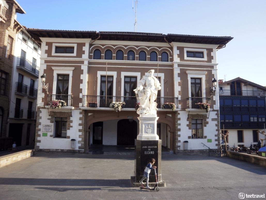 De San Sebastián a Bilbao por el Camino del Norte- Monumento a Elkano en Getaria