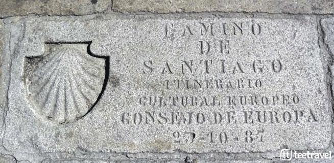 Placa conmemorativa del Camino de Santiago como Itinerario Cultural Europeo en la Plaza del Obradoiro