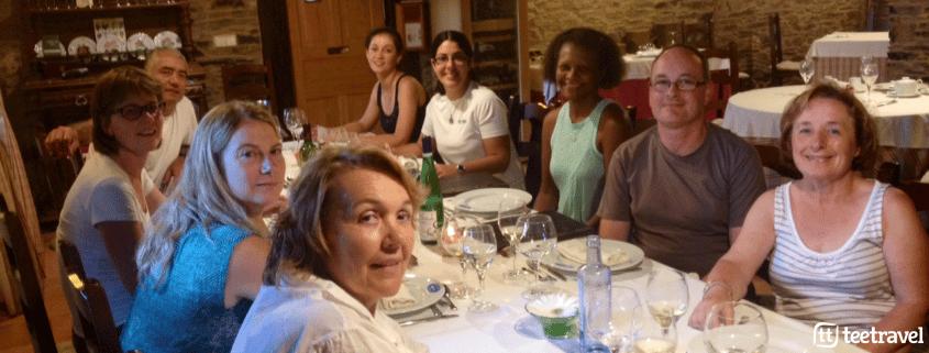 Consejos para que tu Camino sea un éxito: cena de grupo con la guía tras la etapa
