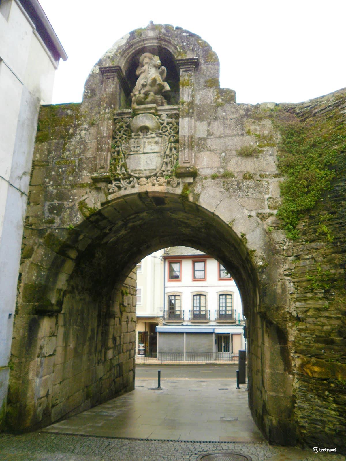 Lugo - Puerta de la Muralla de Lugo