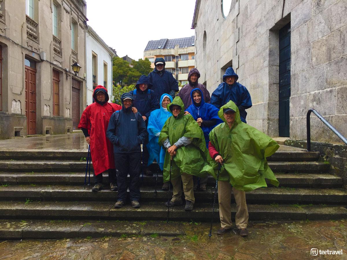 Camino Francés - Peregrinos a la lluvia en Arzúa