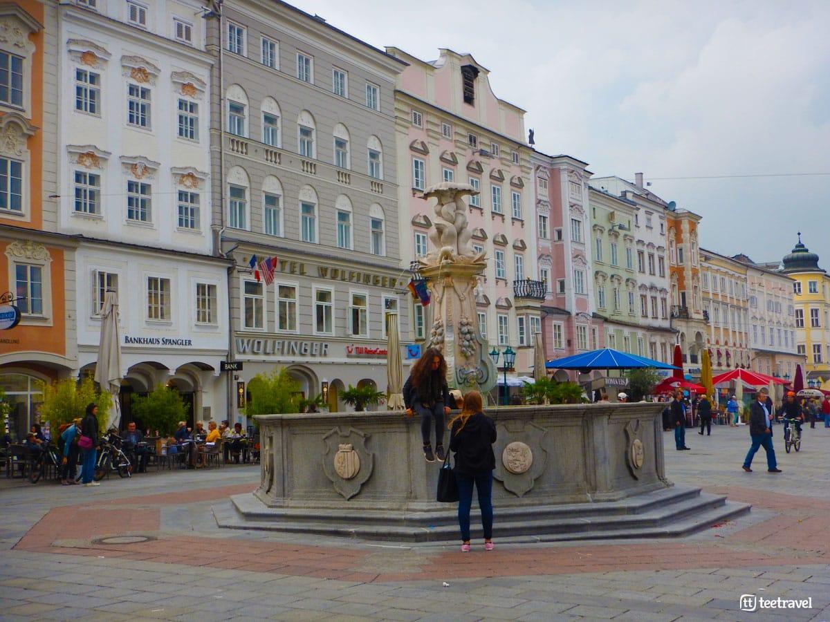 Ruta del Danubio en Bici - Plaza Principal en Linz (Hauptplatz)