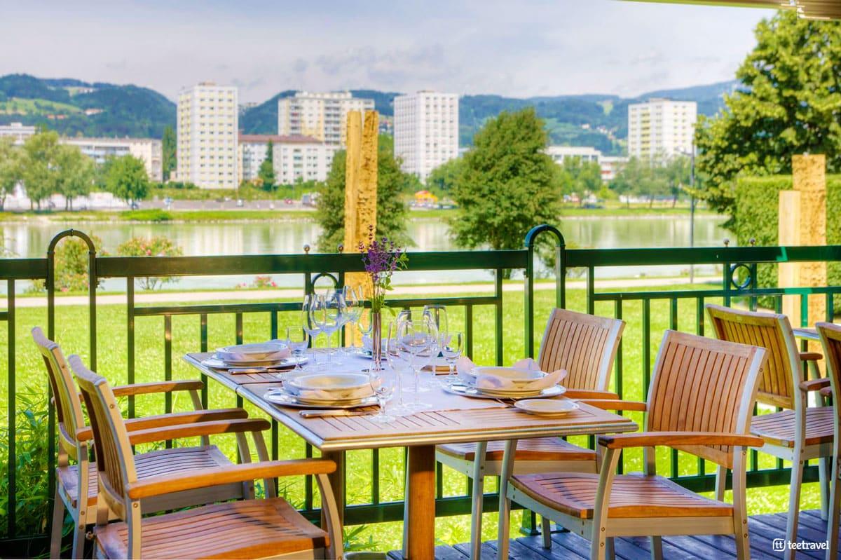 Ruta del Danubio en bici - restaurante en Linz