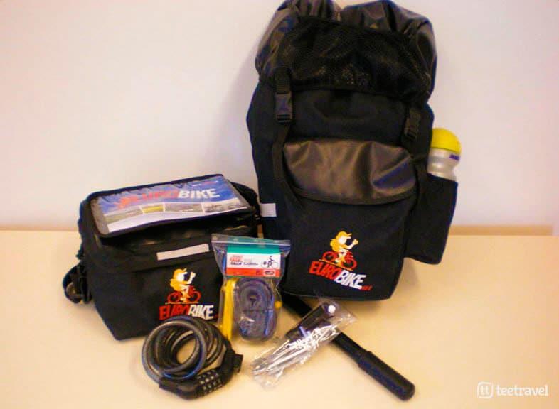 Alforjas, portadocumentos, candado y kit de herramientas