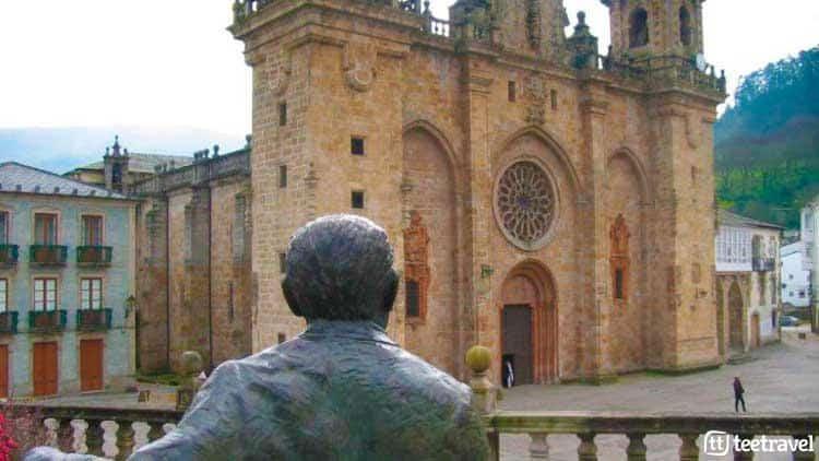 Monumento a Álvaro Cunqueiro en Mondoñedo - Camino del Norte