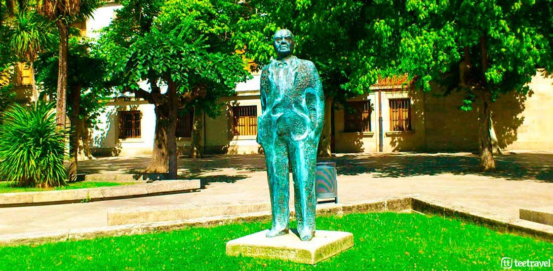 Monumento a Eduardo Blanco Amor - Plaza Obispo Cesareo en Ouremse - Vía de la Plata