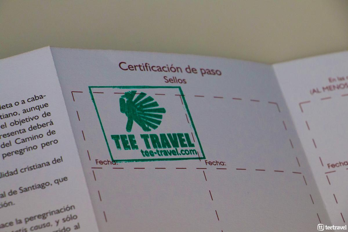 Sello de Tee Travel en la Credencial del Peregrino