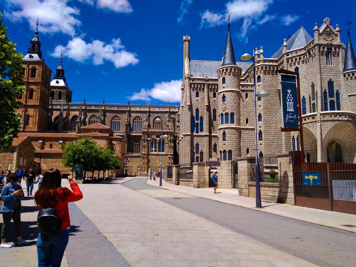 Camino de Santiago - Camino Francés - Catedral de Santa María de Astorga - Palacio de Guadí de Astorga
