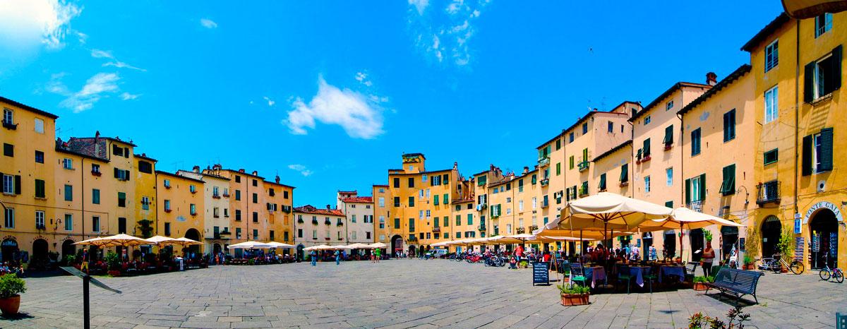 Ruta de la Toscana - Lucca - Plaza del Anfiteatro